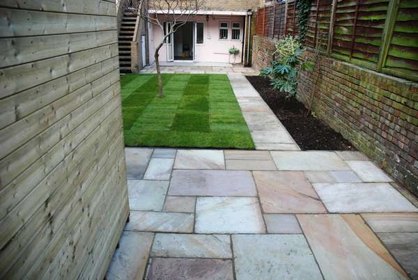 Landscaping garden designs lawns flower beds for Paved garden designs ideas